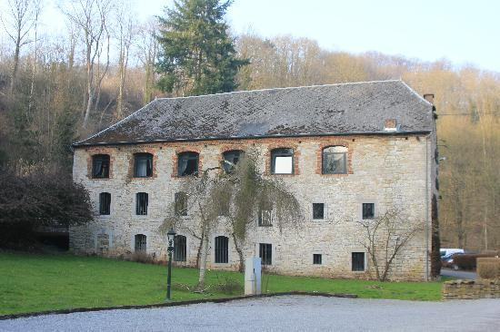 Le Moulin des Ramiers : another exterior view