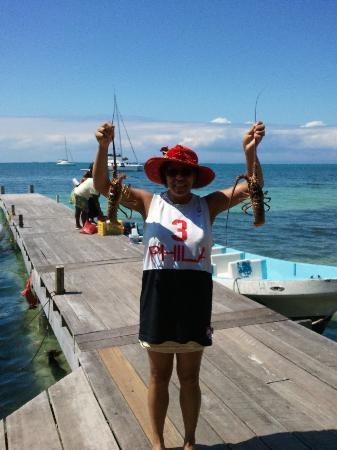 Blue Creek Rainforest Lodge: Sandra Hold Up Lobsters for Diner