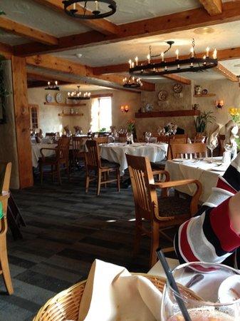 Benjamin's Restaurant & Inn : decor of the restaurant