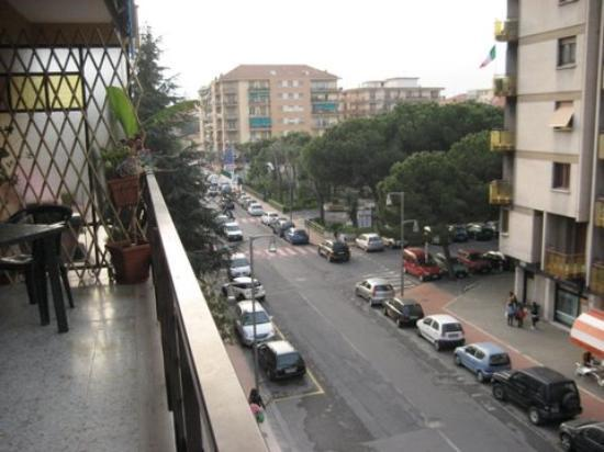 Casa di Luciana: The balcony is soo big