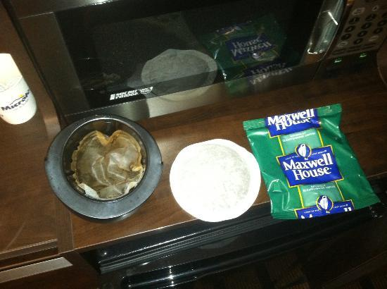 Microtel Inn & Suites by Wyndham Macon: Found used coffee grounds in pot