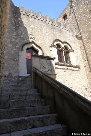 Taormina - Cortile di Palazzo Corvaja