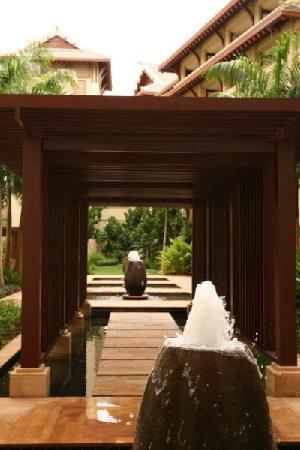 The Ritz-Carlton Sanya, Yalong Bay : Fountains in the Courtyard