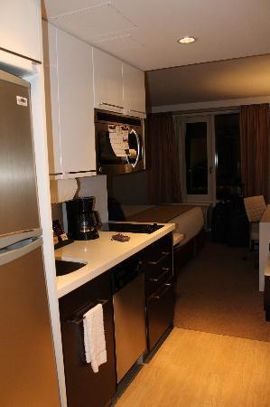 Delicieux Staybridge Suites Times Square   New York City: Entrada Do Quarto/Kitchenet