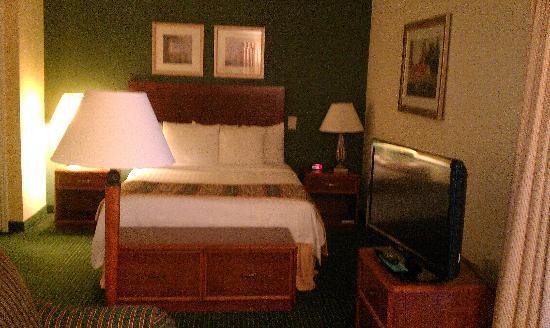 Sonesta ES Suites Providence - Airport: King bed