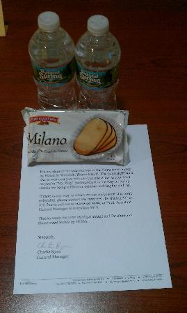 Homewood Suites Providence-Warwick: Comp cookies, water and welcome letter