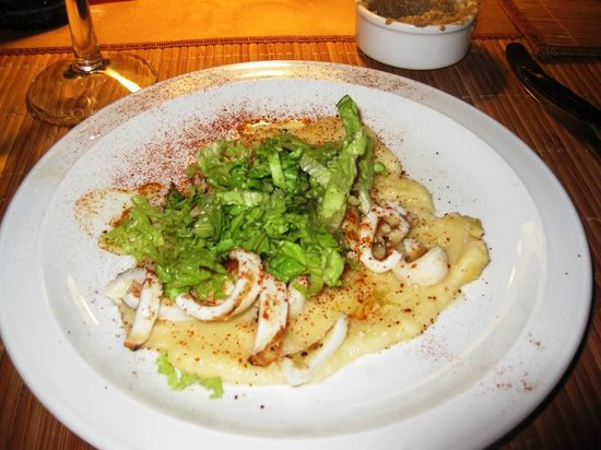 4141 Restaurante : Grilled calamari appetizer