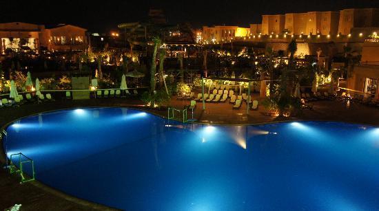 Coral Sea Aqua Club Resort: Pool at night