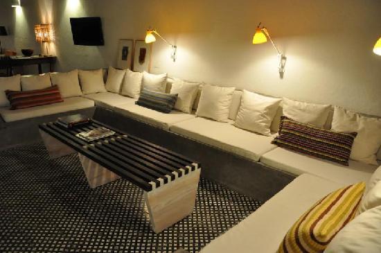 Los Patios Hotel: Relaxing area