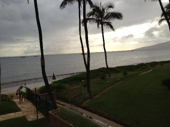 Kihei Sands Beachfront Condominiums: sunset from B12 lanai
