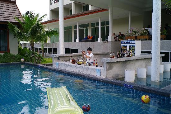 L'esprit de Naiyang Resort: Bar Service