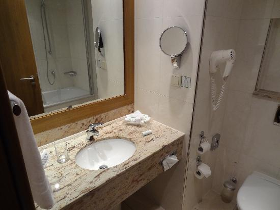 Holiday Inn Nurnberg City Centre: Bathroom