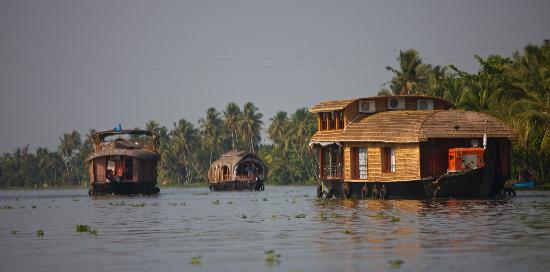 Snehadhara Homestay: Beautiful House Boats around Alleppey