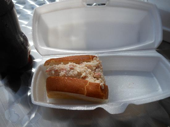 Salty's Seafood Rolls & Gumbo: Maine lobster roll