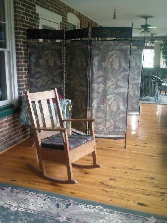 Killahevlin: Semi private porch just off the Blue Room!