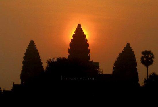 Soryar Services Day Tours: Angkor Wat Sunrise
