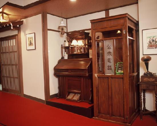 Oyado Yamakyu: レトロな電話ボックス