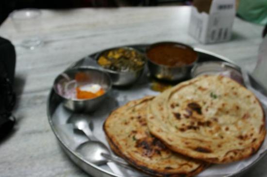Kesar da Dhaba: paneer kulcha dahl
