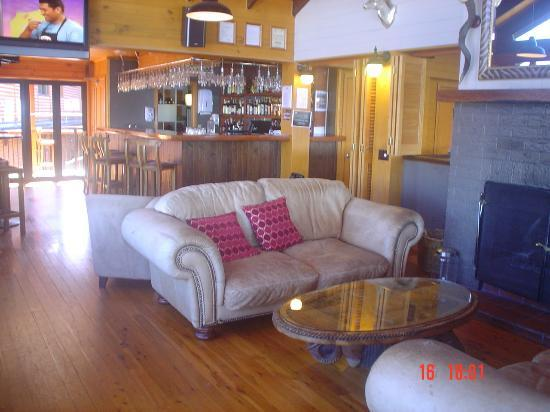 Wellesley on the Lake Taupo : Casual lounge & bar area