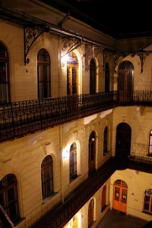 Centrooms House: Courtyard at Night