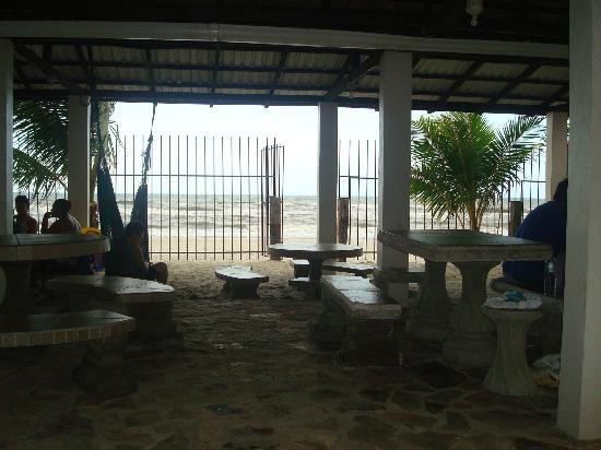 Villa Helen's Hotel & Restaurant: Behind Restaurant