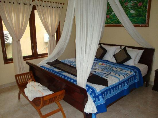 Bali Bhuana Beach Cottages: Spacious Room