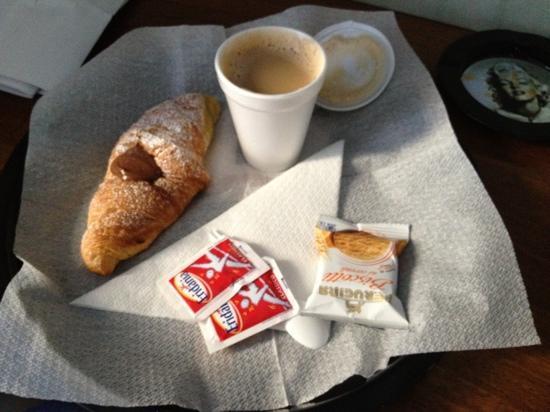 هوتل تورنج: colazione in camera