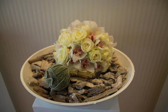 Grand Hotel Hof Ragaz: Flower arrangements everywhere