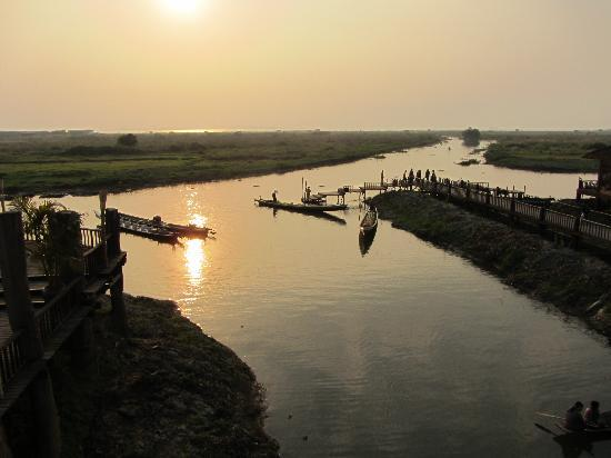 Aureum Palace Resort & Spa Inle : View from restaurant and terrasse!