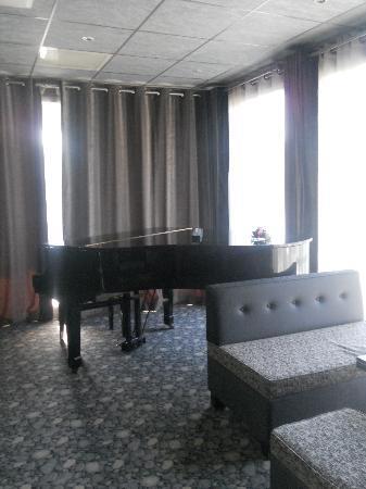 Kyriad Prestige Montpellier Ouest - Croix D'Argent: Piano bar