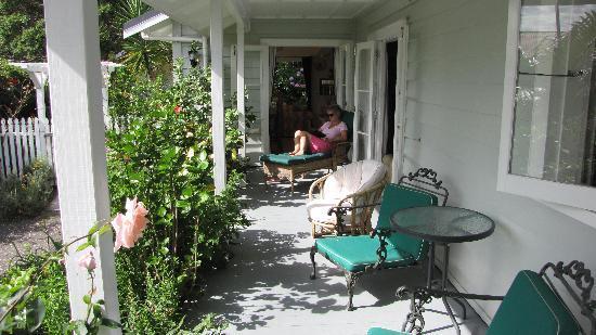 Arapohue House B&B: Vivienne relaxing on the verandah