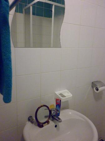 FM Hotel: salle d'eau