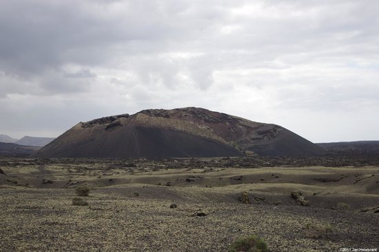 ‪‪La Asomada‬, ספרד: Raven´s volcano - view from the road‬