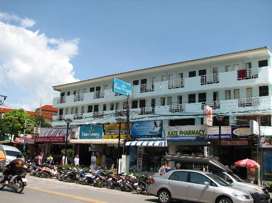 The Palace Ao Nang: hotel building street view