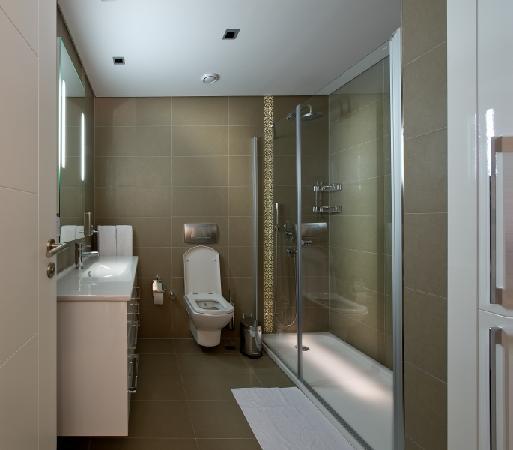 โรงแรม อวรูพาเรสซิเดนซ์สวีทส์: BATHROOM