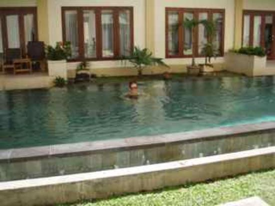 Kuta Townhouse Apartments: Ground floor by Lap Pool