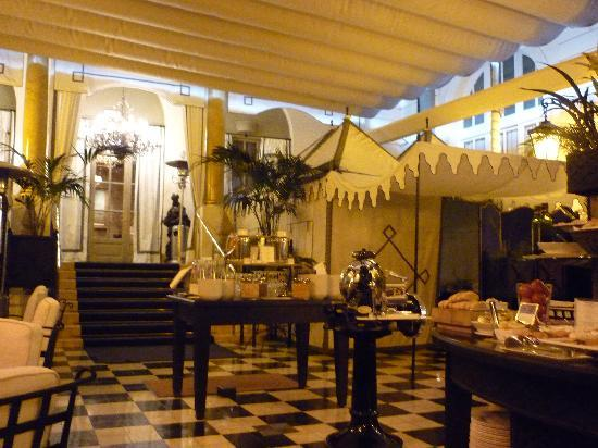 El Palace Hotel: Breakfast area 1