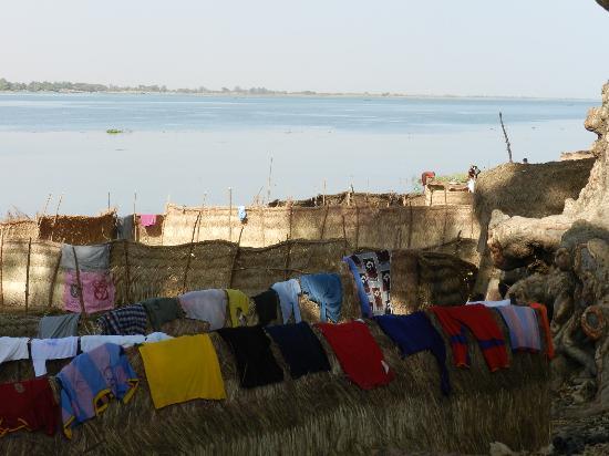 Niger River: Panni stesi sulle rive del Niger - Segou