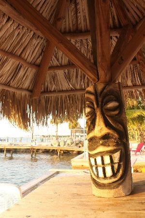 Sands of Islamorada Hotel : Tiki table, sunrise