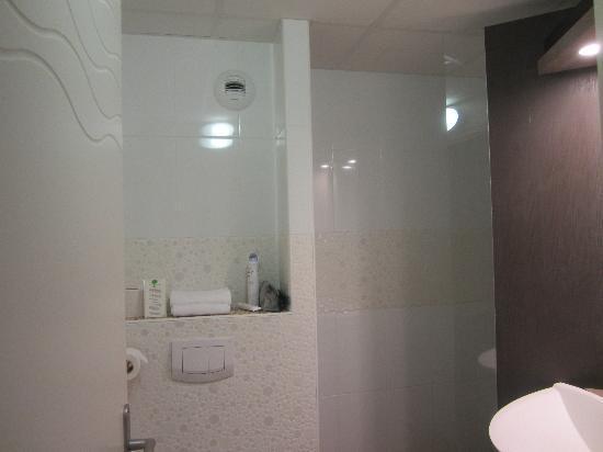 Brit Hotel Cancale - L'Alghotel : La salle de bain