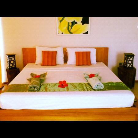 Amihan Villa: The Bed with Lamps