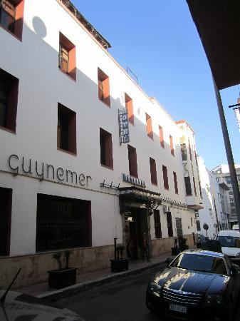 Hotel Guynemer: Front of the Hotel