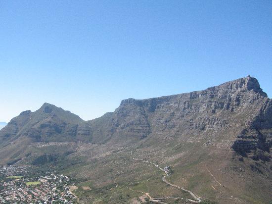 Cactusberry Lodge: Blick auf Tafelberg vom Lions Head