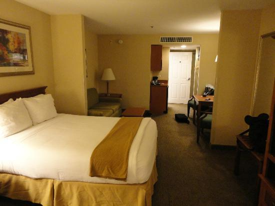 Holiday Inn Express Hotel & Suites Santa Clarita: chambre