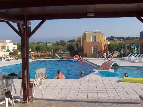 Eanthia Village: poolen