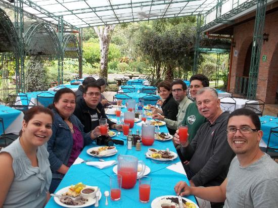 Gray Line Costa Rica: Nice lunch by lake in Orosi Valley