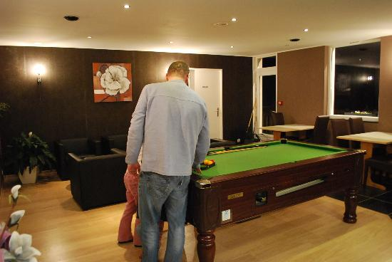 Hotel Bal : Pool room