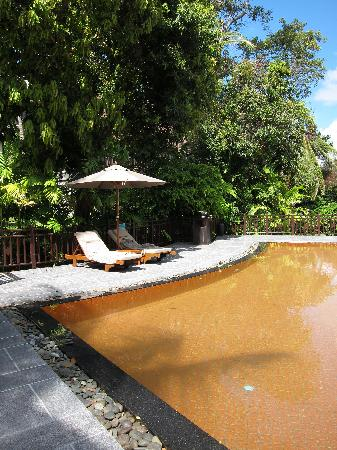 InterContinental Samui Baan Taling Ngam Resort: The orange pool (strange colours)
