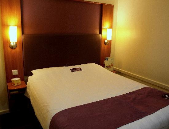 Premier Inn Manchester Altrincham Hotel: The Room