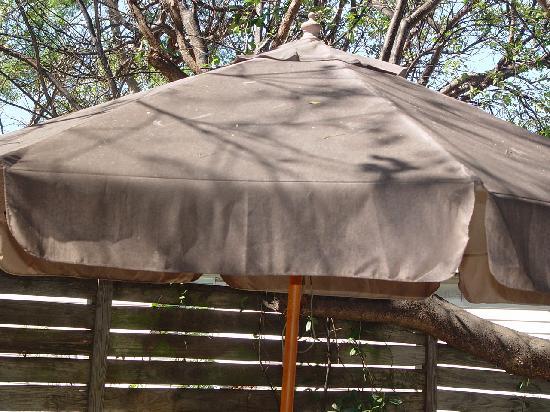 Dream Bay Resort: Deck umbrella
